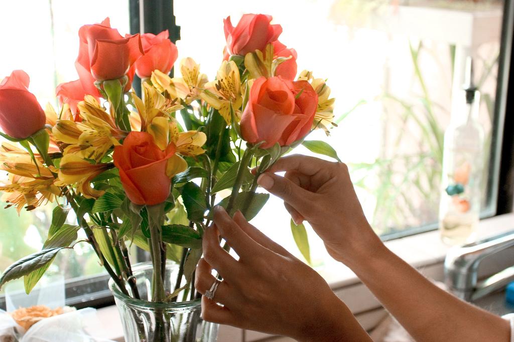 как сохранить цветы в вазе